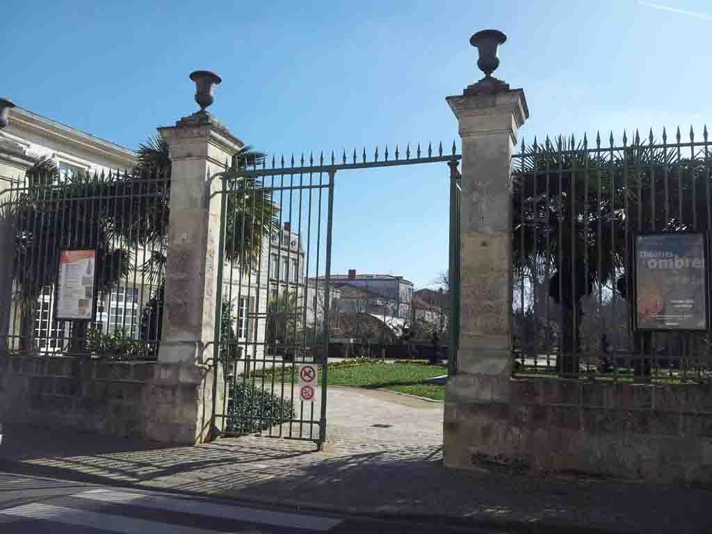 Entrée principale jardin du muséum rue Albert 1er